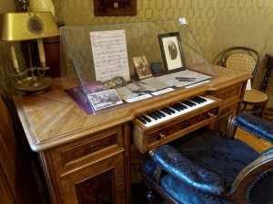 In the Franz Liszt Museum in Budapest, we will see this interesting desk with a built-in piano.